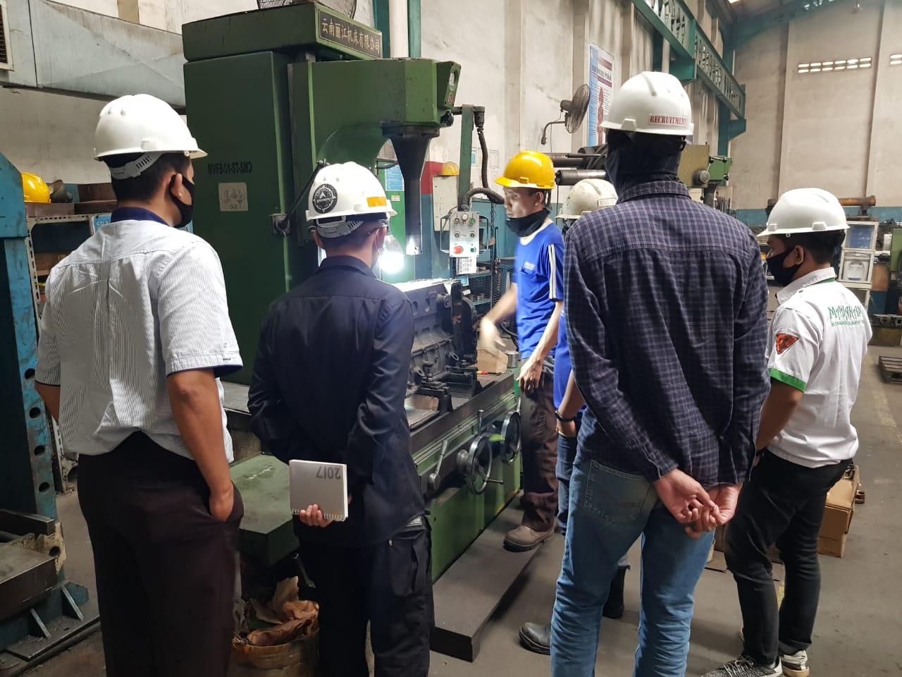Training Karyawan Baru di Area Workshop
