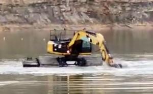 Amphibious Excavator Produksi PT Sriwijaya Teknik Utama